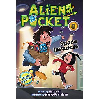 Alien in My Pocket 8 Space Invaders av Nate Ball & Illustrated av Macky Pamintuan