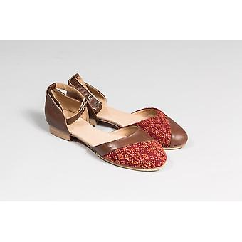 Carnation Dress Shoe - Chestnut Brown
