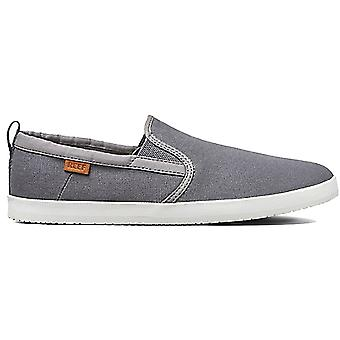 Reef Grovler Trainers in Charcoal