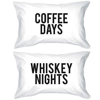 Lustige Kissenbezüge Standardgröße 20 x 31 - Kaffee Tage / Nächte Whiskey