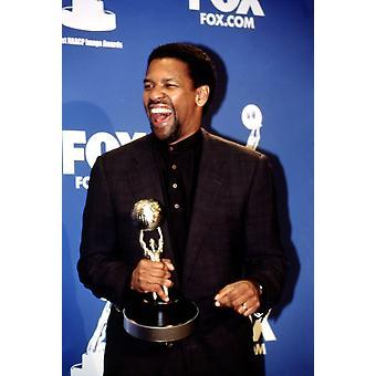 Denzel Washington hänen Naacp Image Award maaliskuussa 2000 julkkis