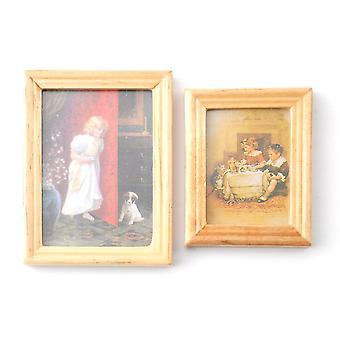 Nukkekoti 2 Lapsi &; Lemmikkikuvien maalaukset puisessa kehyksessä Miniatyyri lisävaruste