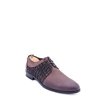 Mokkakuvioinen ruskea kenkä | Kävi koulua wessi