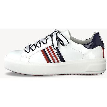 Białe pat grzebień płaskie buty