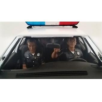 Sitzende Polizisten 2 Stück Figur Set für 1:18 Modelle von American Diorama