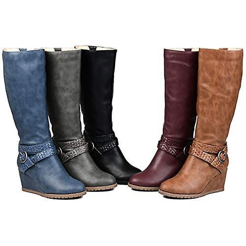 Brinley Co. Comfort Kobiety Warkocz Pasek Klin Boot Czarny, 6 Extra Wide Calf US