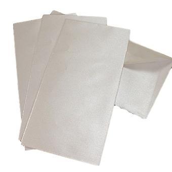 10 huurteista valkoista helmiäis-DL-kirjekuorta