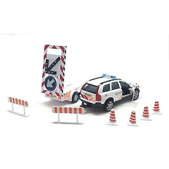 Policie Volvo XC90 se šipkovými vozy