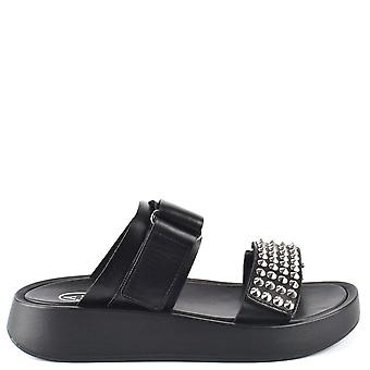 aske fottøy seier svart studded flatform sandaler