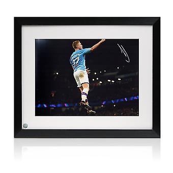 Kevin De Bruyne a signé la photo de Manchester City. encadré