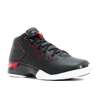 Air Jordan 17 + Retro Bullen
