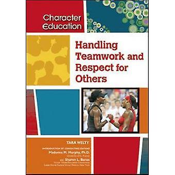 Manipulando trabalho em equipe e respeito para os outros pela editora consultora Madonna M Murphy & Consultant editora Sharon L Banas & Tara Welty