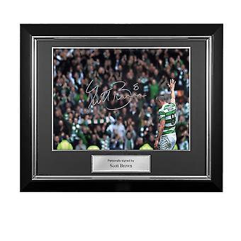 Scott Brown firmó la foto celta: El capitán. Marco de lujo