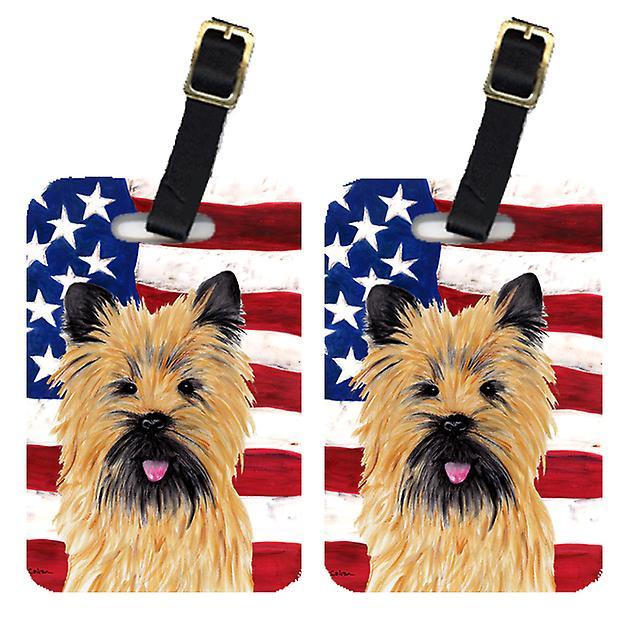 Par i USA amerikanska flaggan med Cairn Terrier bagagebrickor