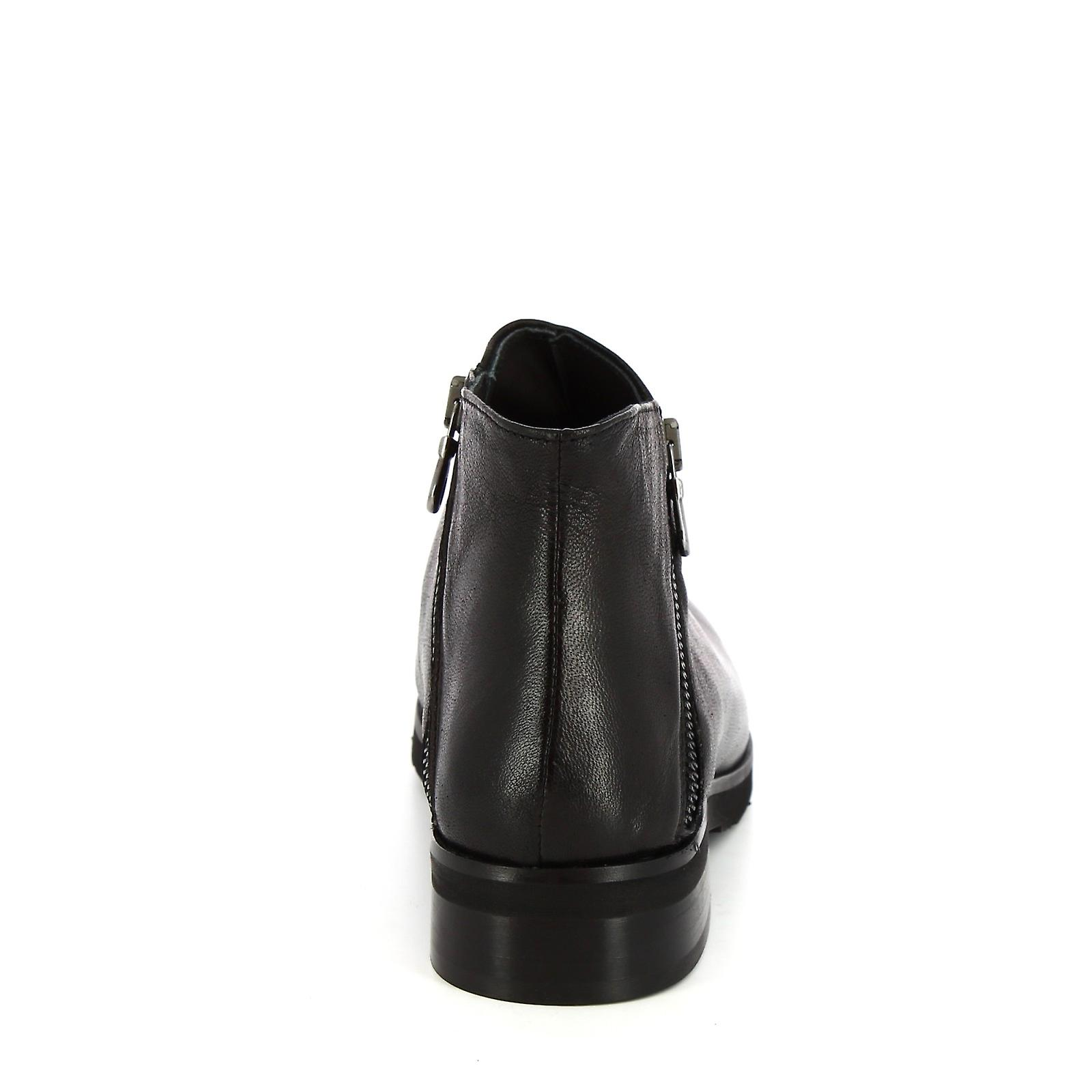 Leonardo Shoes Women's handmade ankle boots in black calf leather two zips