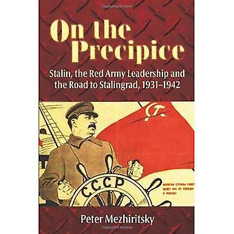 Op de afgrond: Stalin, de leiding van het rode leger en de weg naar Stalingrad, 1931-42
