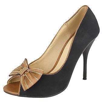 Ladies sted på domstol sko