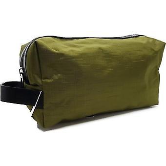 Rohkea parranajo ja matkalaukku