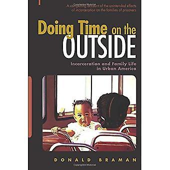 Haciendo tiempo en el exterior: encarcelamiento y vida familiar en la América urbana