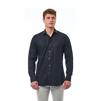 Svart skjorta Bagutta man