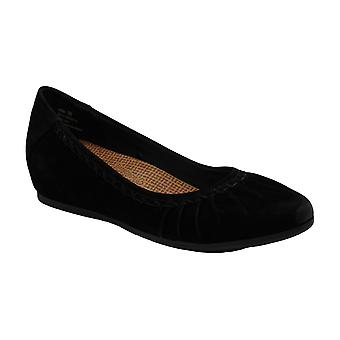 Bare Traps Womens Norma Suede Closed Toe