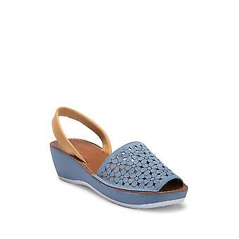 Kenneth Cole Reaction Womens Fine Glass 5 Peep Toe Casual Platform Sandals