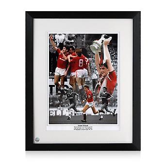 Norman Whiteside signerte Manchester United Photo. Innrammet