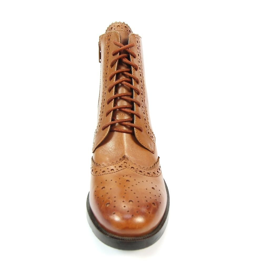 Lunar Chaivdra Brogue Lace Up Boot