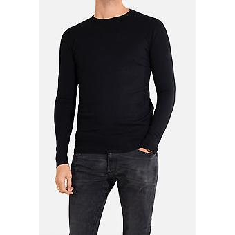 Fitted round-neck long-sleeved sweater