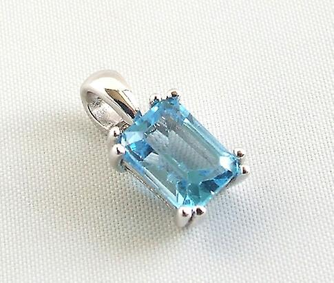 White Gold Pendant with Topaz