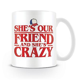 Cosas más extrañas Copa ella es nuestra amiga blanca, impresos, cerámico, capacidad aprox. 315 ml...