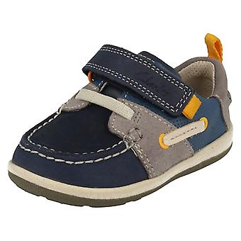 Nyfødte gutter Clarks første sko båt sakte