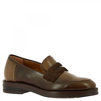 ليوناردو أحذية النساء & أبوس؛ق زلة اليدوية على أحذية المتسكعون الجلد البني الداكن لامعة