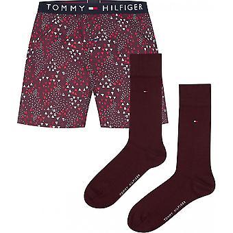 sett boxer logot siste belte og par røde sokker