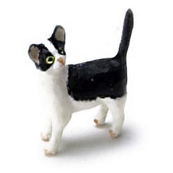 Dolls House Musta &; Valkoinen kissanpentu seisoo katsoen taaksepäin Lemmikkieläin 1:12 Kissa
