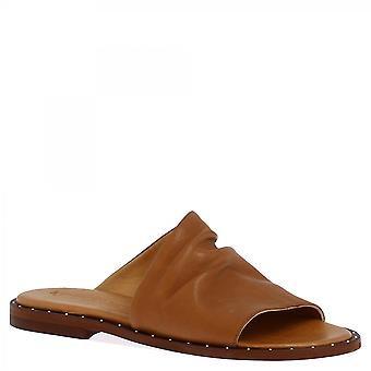 Leonardo Shoes Damskie&s handmade slip na niskich sandałach slide z tan skóry cielęcej