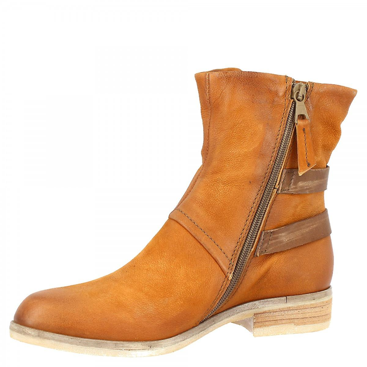 Leonardo Shoes Women's handmade pointed toe ankle boots in tan calf leather with side zip closure