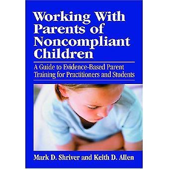 Lavorando con i genitori dei bambini non conformi: una guida per padre Evidence-based Training per professionisti e studenti (scuola libro di psicologia)