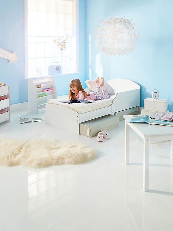 Lit blanc d'enfant en bas âge avec le matelas et le stockage de mousse de luxe