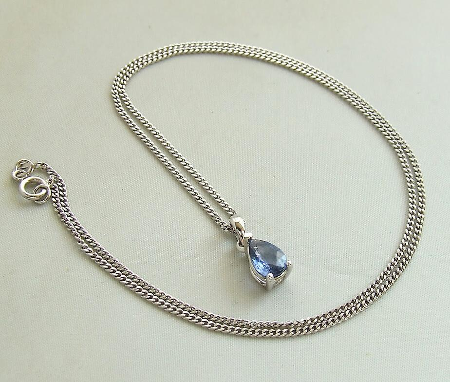 White gold necklace with Sapphire Pendant