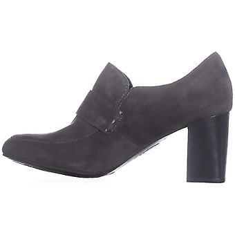 B.O.C Womens Mocho Leather Closed Toe Classic Pumps