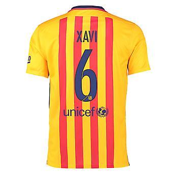 2015-16 Barcelona Away Shirt (Xavi 6)