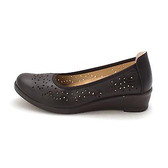 Easy Street Womens Mable Closed Toe Loafers