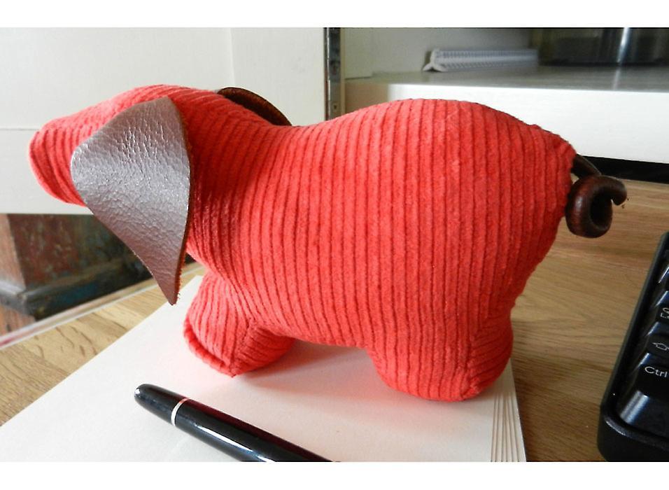 Red Jumbo Cord Pig Briefbeschwerer von Monica Richards