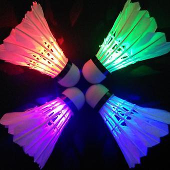 Volant coloré de badminton mené