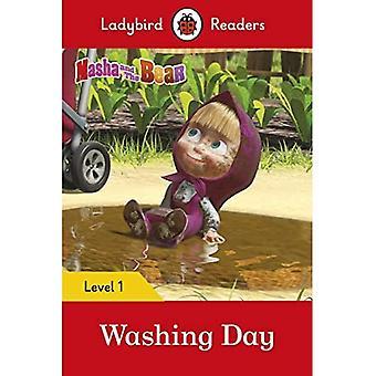 Masha and the Bear: Washing Day - Ladybird Readers Level 1 (Ladybird Readers)