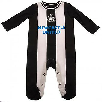 Newcastle United Sleepsuit 12/18 mths RT