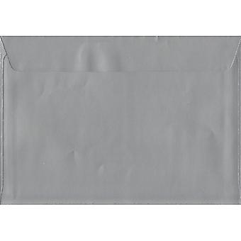 Metallisk sølv skræl/segl C4/A4 farvet sølv konvolutter. 130gsm luksus FSC-certificeret papir. 229 mm x 324 mm. tegnebog stil kuvert.