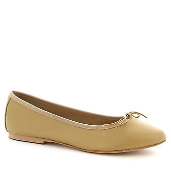Leonardo Shoes Women's handmade ballet flats shoes in beige calf leather