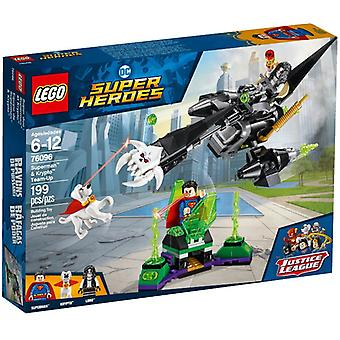 LEGO 76096 Superman Krypto and work together